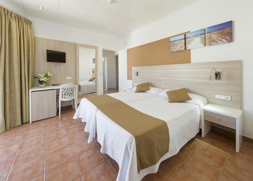 Weekend a Ibiza! Volo low cost da Pisa + soggiorno in buona ...