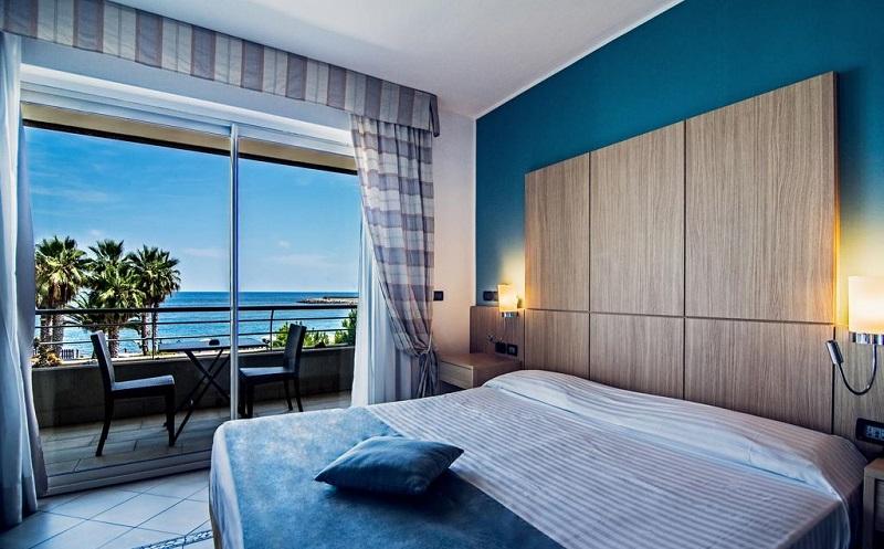 Liguria a 4 stelle! Soggiorno in hotel con spiaggia ...